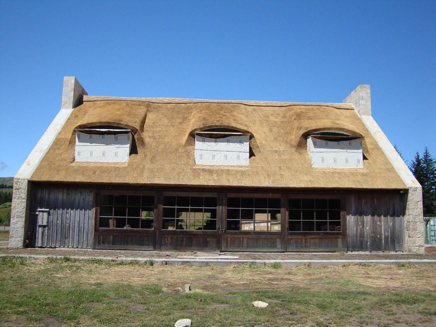 Thatched_Roof_California_1