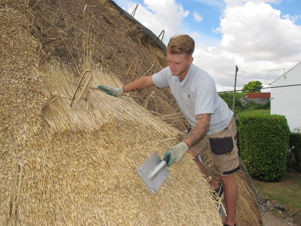 Wheatreed Thatching Services East Sussex | Waterreed Thatchers Surrey